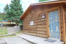 Bunker Hill / Bunk up in our adorable cabin! Perfect for that couple retreat and getaway! Sit outdoors and breath the mountain air while hanging out around the picnic area. Need more space? Add the West YankeeCabin for the extra people in your party.