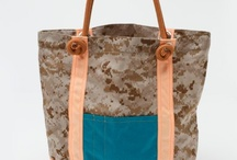 Tote & Carry / by Elizabeth Hoiles