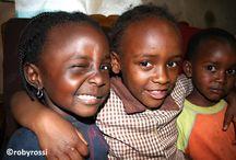 Africa nera - Kenya, viaggio tra le baraccopoli / viaggio nel cuore dell'Africa vera, dell'Africa nera, tra la gente, con la gente, quella straordinaria di questa straordinaria terra. Un pò di me, non poco, è là, sempre, da sempre... Il Kenya, patria di uno dei più tristi fenomeni di un popolo sfruttato e sottomesso, quello degli slum, fatiscenti e disumane baraccopoli che accoglie oltre 2 milioni di persone.