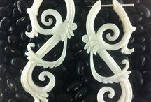 bone earrings / Organic earrings : hand-carved buffalo horn and bone earrings, handmade eco-friendly jewelry.