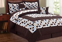 Big Dots Comforter Sets / Big Dot Comforter Sets are 6 pieces: 1 Comforter, 1 Bed skirt, and 4 pillows. Great for anyone who needs a easy change of colors and bedding. Comes in Queen and King Bed Sizes.