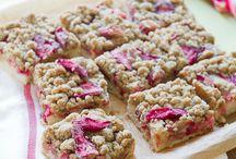 Rhubarb strawberry crumb bars