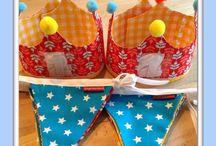 Stoffen (naam)slinger / Vrolijke handgemaakte (naam)slingers van stof. Heel leuk als kraamcadeau, versiering van de baby/kinderkamer of bij een verjaardagsfeestje   Met jouw kleurwensen maak je de slinger helemaal naar eigen smaak!