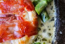 CHICKEN Recipes You'll Love! / Chicken recipes you'll love! The best, favorite and most popular recipes to jazz up chicken for the most delicious chicken recipes ever! Chicken casseroles, chicken salad, chicken parmesan, roasted chicken recipes, easy chicken skillet recipes and more. Winner, winner, chicken dinner! | recipe love