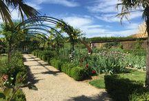 Le Jardin du Châtelain / Avec ses arches, son orangerie, ses iris et autres fleurs, ce jardin a un charme fou !