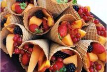 Cones casquinhas de sorvete com frutas