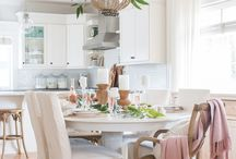 romantic and pink decor / Romantic and pink and shabby chic home decor ideas from Pinterest! #romantic #homedecor #homedecorideas #pink #champagne #rosegold #ideas #tablesettings