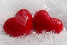 Ημέρα του Αγίου Βαλεντίνου / Την 14η Φεβρουαρίου είναι η ημέρα του Άγιου Βαλεντίνου που θεωρείται ο άγιος των ερωτευμένων. Η γιορτή του Αγίου Βαλεντίνου είναι μια θαυμάσια ευκαιρία για ερωτικό ζευγάρωμα και ρομαντικά ραντεβού.