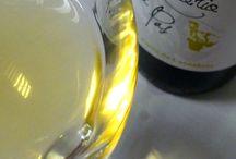 Catando vinos blancos. / Las catas de los vinos blancos que comercializamos en Vinoteca Pop The Wine y sus catas en nuestro blog.