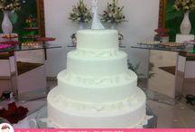 Um Bolo para um Sonho de Casamento / Bolo por Ana Barros Bolos de laços, reparem na delicadeza dos noivinhos!
