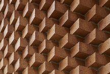 Structure peculiar facades