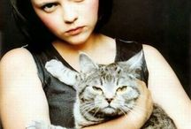 Famous Cat People / Celebrities Who Love Cats
