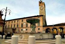 Matelica / #Matelica è un comune italiano della provincia di #Macerata, nelle #Marche. Si trova nella vallata del fiume Esino, l'unica valle marchigiana che si sviluppa - almeno parzialmente - da nord a sud. Il territorio è in prevalenza collinare, con le montagne che la costeggiano ai lati della valle, tra cui il monte San Vicino.
