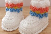 crochet baby shoes and hat