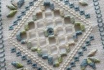 Hardanger, vanicas and Counted Threads / Calado / bainhas / by Dorian Ashton