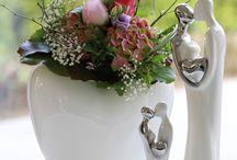 """Hochzeit - Wedding / Das Herz ist in unserem Kulturkreis das Symbol für die Liebe. Damit sagt man einem einzigartigen Menschen: """"Ich liebe Dich.""""   Auf vielfältige Weise findet man hierzu Aufmerksamkeiten, in Weiß-Silber gehalten, für besondere Momente. Von witzigen """"Mrs. & Mr."""" bis zum vielsagenden """"JA"""" gibt es eine weite Palette von Ideen rund um das ewige Thema """"Endless Love""""."""