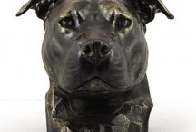 American Staffordshire Terrier ARTDOG / collection, statues, jewelry, silver and gold keyring, necklase, pin, clipring, statue on marblebase and woodenbase, statue on the wall, sitting statue, big head, clipring, pin, welcome