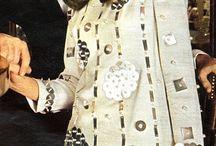 """Všemi smysly / Inspiraci pro kolekci """"Vsemi smysly"""" jsou 60. leta v soucasnem pojeti. V navrzich byste mely propojit lidske smysly zrak, hmat, sluch (napr. pri vyuziti kovoveho materialu),...  60. léta - space age, futuristicke prvky, netextilni materialy - plast, kov, leskly povrch  Návrháři: Pierre Cardin, André Courreges, Paco Rabanne, Emanuel Ungaro"""