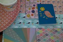 """Mini Labo / Tomber sous le charme des créations Mini Labo c'est si facile ! Les produits Mini Labo s'inspirent de nouvelles couleurs et matières. Vous allez adorer leur univers acidulée aux inspirations rétro chic: sa vaisselle joliment dessinée en porcelaine, ses plateaux et ses pots aux couleurs lumineuses, ses pochettes et sacs au graphisme rétro et ses carnets et jolies boites aux imprimés fleuris. Si on devait résumer la marque en une chanson : """"Let's the sunshine..."""" !"""