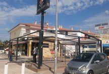 Murcia: Terraza de un Bar en Mazarrón / https://www.cerramientosabatibles.com/galeria/terraza-bar-murcia-cortina-cristal-corredera-techo-movil
