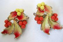 Vintage Flower Brooches Bracelets Earrings Necklaces
