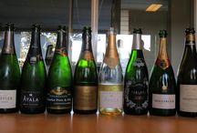 Vente privée Champagne / En Champagne, si vous ne faites confiance qu'aux grandes marques, Bollinger, Ruinart et Ayala vous tendent les bras. Vous préférez les champagnes artisanaux de vignerons ? Tarlant et Charlot sont pour vous. Vous voulez un peu des deux : optez pour Jacquesson ou Drappier. Avec iDealwine, tout est possible !
