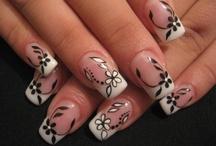 nails / by Debbie Hutchinson