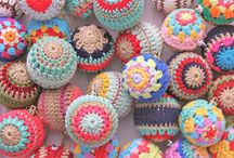 Crochet baubles pattern