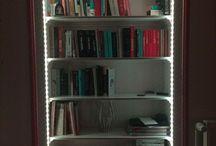 self made / Półki zrobione w futrynie drzwi, które były nie używane.  Całość oświetlona taśmą LED. Efekt niesamowity!