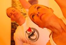"""ROBINSON TOP Event """"Ganz.Schön.Gesund.Sein"""" / Richtig runterkommen konnten ROBINSON Gäste beim TOP Event """"Ganz.Schön.Gesund.Sein"""", das vom 21.04.-28.04.13 im ROBINSON Club Cala Serena auf Malloca stattfand. Das sechsköpfige Expertenteam verwöhnte sie dort mit einem umfangreichen Programm: Von entspannenden Sportkursen (Tai Ji, Qi Gong, Pilates...) über Gesundheits-Workshops bis hin zu Kochkursen war alles dabei. Der Termin fürs nächste Jahr steht auch schon fest: Der 04.05. bis 11.05.2014."""