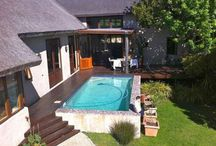 Noordhoek Hideaway /  This  4 Bedroom thatched Noordhoek home has easy living & entertaining space - with an outdoor deck area, pool and protected outdoor dining area.  Located on a quiet drive in Noordhoek, this property sleeps 8 people.