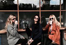 подружки в кафе