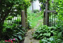 Garden Pathways / I have lovely rocky borders with gravel pathways in my Spanish garden and looking for more inspiring ideas like these ones.