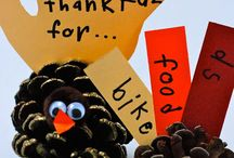 Kid Friendly Thanksgiving Table / Find loads of ideas to keep the kids entertained on this kid friendly Thanksgiving table board! Pine cone turkeys, thankful trees, juice boxes dressed like a turkey, utensil decorations and more!
