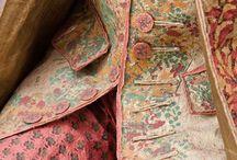Mode de papier / Robe de cour en papier Isabelle de Borchagrave