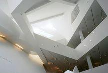 De-constructivism architecture