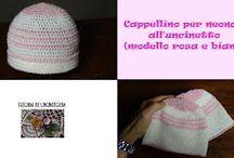 cappellino per neonata all'uncinetto (modello rosa e bianco) / tutorial e foto per realizzare un cappellino per neonata all'uncinetto