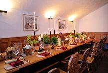 Historisches Backhaus / Inmitten der altehrwürdigen Gemäuer des Heidelberger Schlosses, unmittelbar unter Scharffs Schlossweinstube, befindet sich das historische Backhaus. Im Schatten der riesigen Esse, dem alten Backkamin speisen Sie in uriger Atmosphäre. Küchenchef Martin Scharff serviert hier bodenständige, gutbürgerliche Buffets, Menüs und Gerichte à la carte. Genießen Sie einen besonderen Abend in unseren alten Gemäuern.