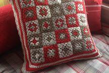 Creaties / Gehaakt kussen van granny squares.