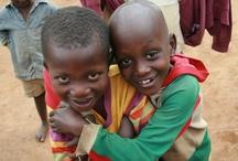 Ruanda/Rwanda / In Ruanda unterstützt ora international Witwen und Waisen mit dem Patenschaftsprogramm. Mädchen und Jungen erhalten unter anderem Zugang zu Bildung, ihre Mütter finden z.B. im Landwirtschaftsprojekt ein Auskommen.