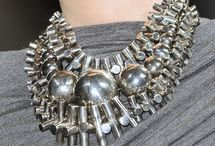 Axessorize / Necklace, bracelets, earrings & shades