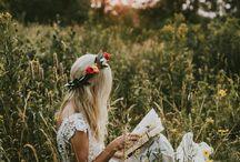 В поле ( женщина)