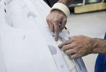 Autoschade / Bij M. de Koning Autoschade werken vakkundige monteurs, schadeherstellers en autospuiters om uw auto weer (zo goed) als nieuw bij u af te leveren.