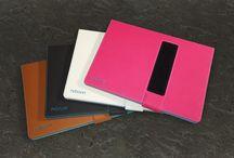 booncover für Tablet & eReader / Unsere clevere Tablethülle für iPad, Samsung Galaxy Tab und weitere Tablets und eReader. Praktisch verwendbar für jede Situation durch raffinierte Technik, die begeistert.