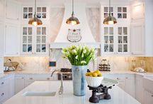 Интерьер белой французской кухни / Белый цвет всегда в моде, а его комбинация с французским стилем - это беспроигрышный вариант!