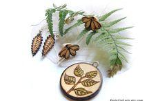 Handmade wooden jewelry by Eerin Vink / Handmade woodburned jewelry by artist Eerin Vink Website: https://www.etsy.com/shop/EerinVink