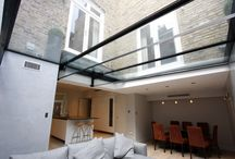 Project: Gloucester Place / a structural glass floor above a living space below. The structural glass units were finished with an anti-slip dot matrix pattern. A cantilevered step sails over two vents for access to the walk on area.