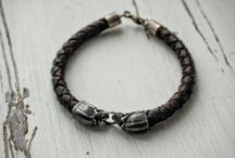 Skulls Bracelet with Leather.    Made of silver. Handmade!