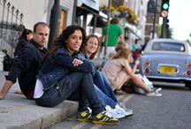 AYC Urban Style, de paseo por Londres / Las zapatillas AllYourColors personalizadas fueron el complemento ideal para la jornada que este grupo de amigos pasó en la capital británica: cómodas, guapas y únicas.