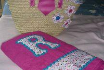 cesto y toalla de playa